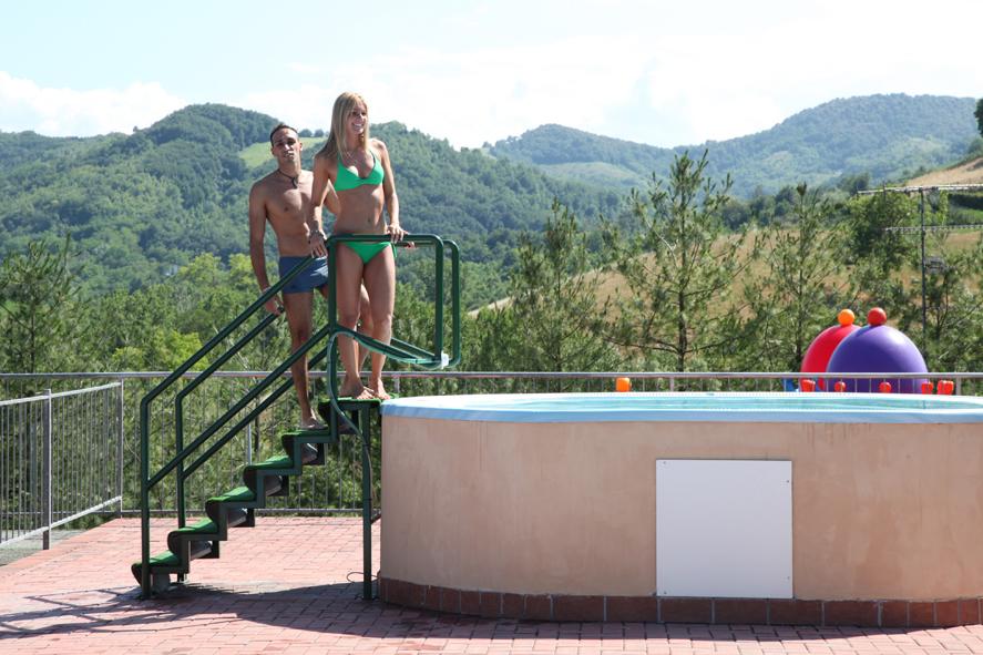 Camping con piscina a salsomaggiore terme le piscine del campeggio di tabiano - Piscina termale salsomaggiore ...
